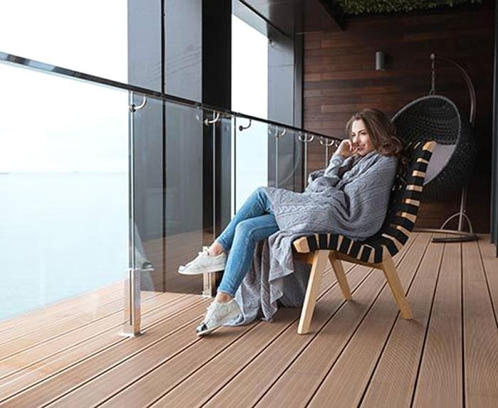 Композитные доски на балконе